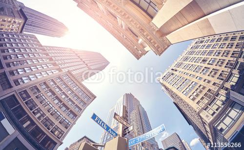 Rocznik stylizująca fisheye obiektyw fotografia drapacze chmur w Manhattan przy zmierzchem, Miasto Nowy Jork, usa.