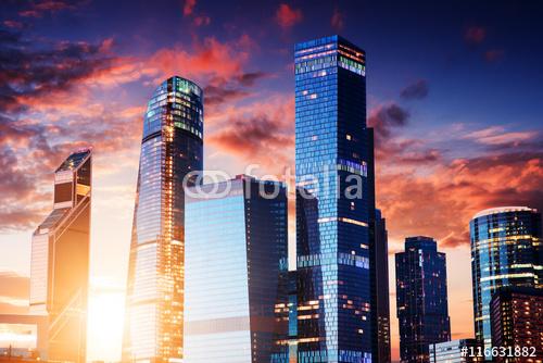 Moskwa-miasto, Rosja. Międzynarodowe Centrum Biznesu w Moskwie. o zachodzie słońca