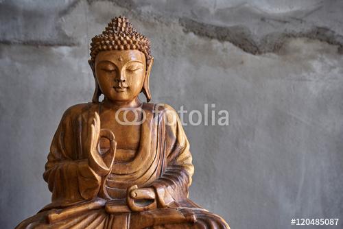 Drewniana statua Buddy