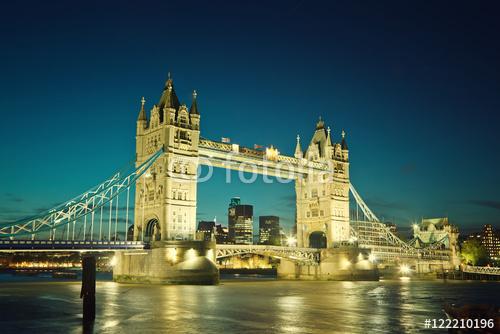 Basztowy most przy zmierzchem, Londyn