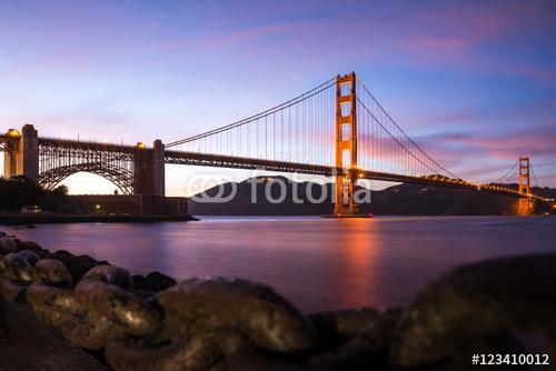 Golden Gate Bridge w San Fransisco Kalifornia po zmierzchu