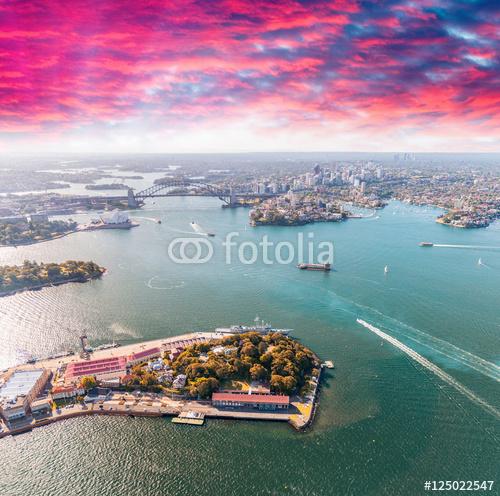 Sydney port widziany z helikoptera o zmierzchu