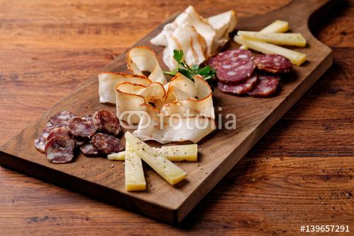 Sery i wędliny sery charcuterie wybór mięsa