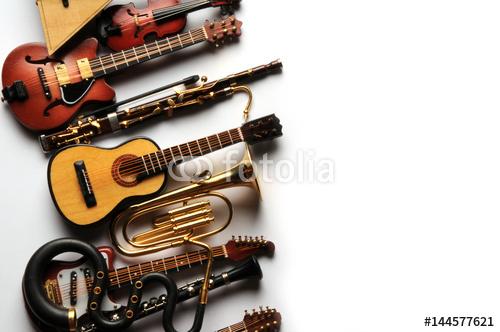 Instrumenty Muzyczne Na Białym Tle