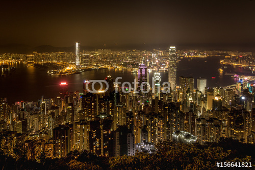 Hong Kong przy nocą - widok od szczytu nad dużym miastem, Azja