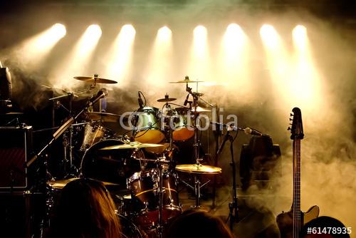 Instrumenty Muzyczne Perkusja Gitara Na Scenie Plakaty Premium