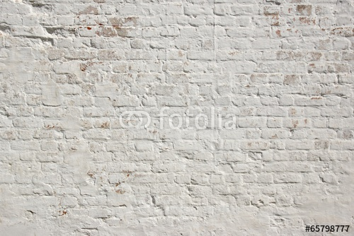 Biała ściana z naturalnej cegły